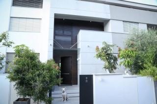 דלת כניסה עם חיפוי