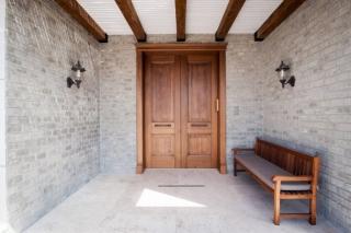 דלת כניסה כפולה צבע חום