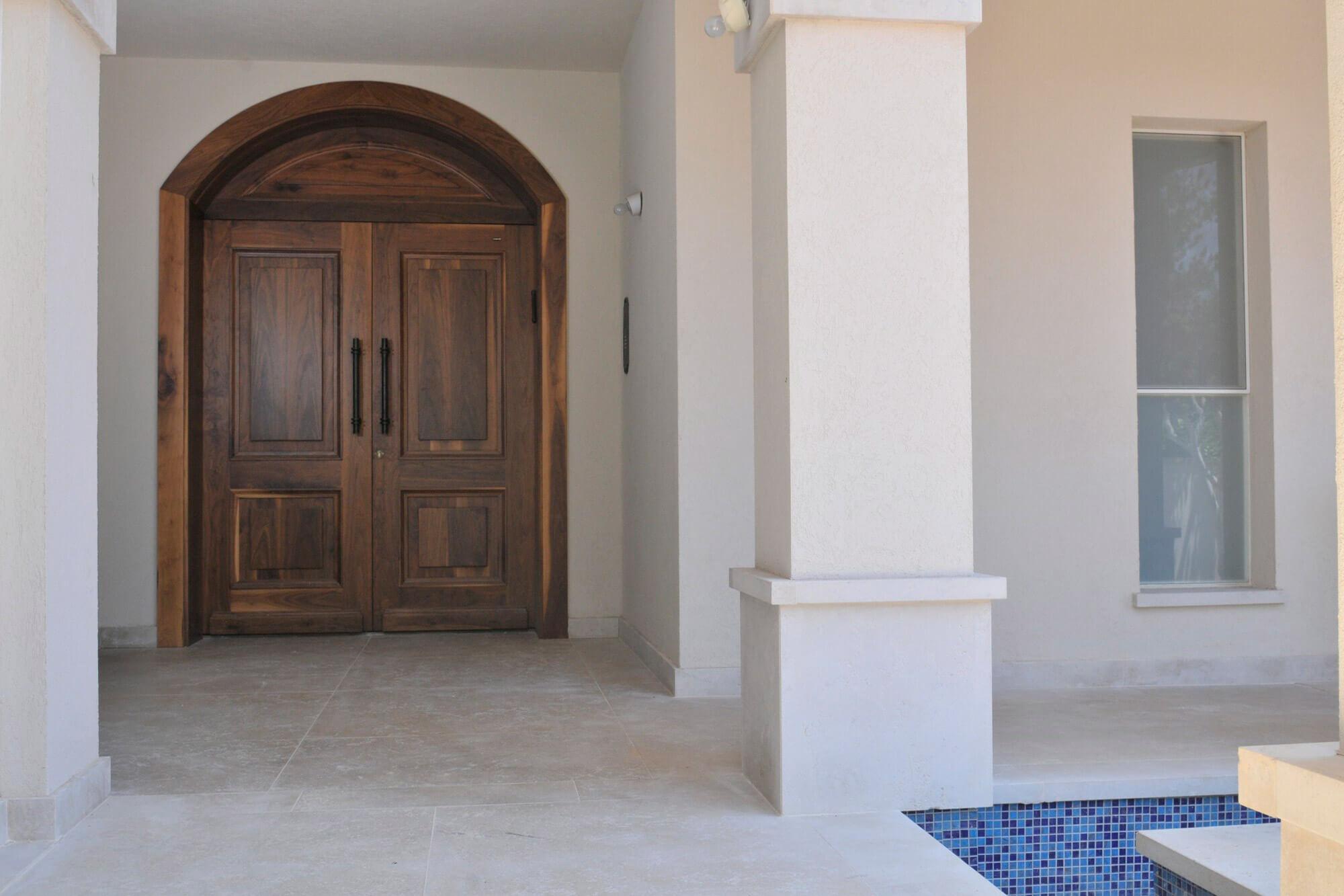 דלת כניסה זוגית