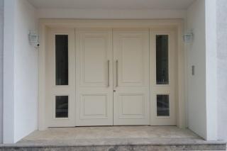 דלת כפולה לבנה