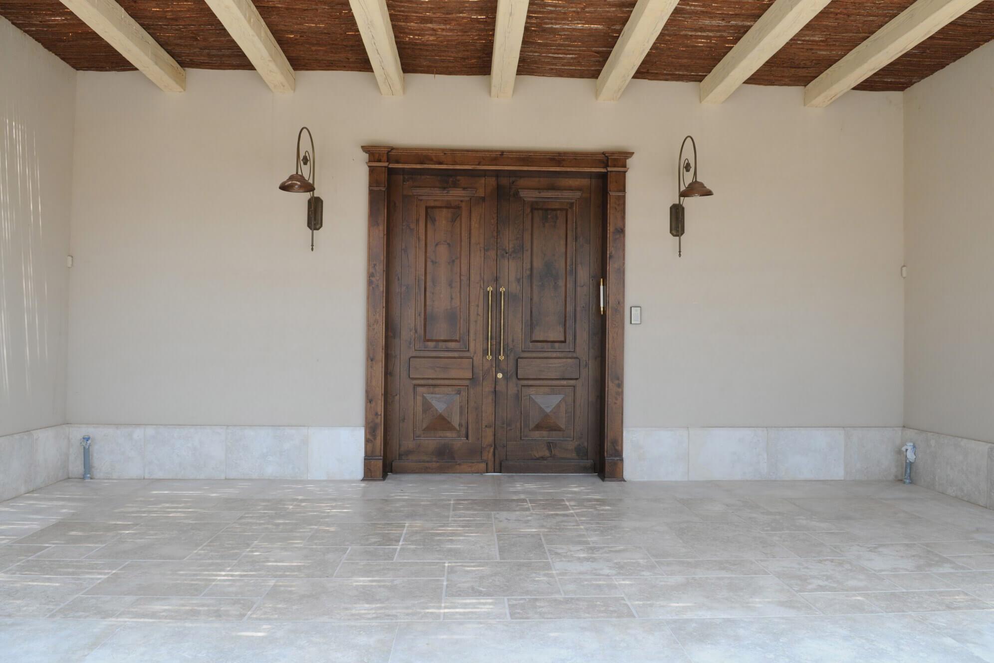 דלת כניסה עתיקה