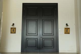דלת כניסה כפולה מעוצבת