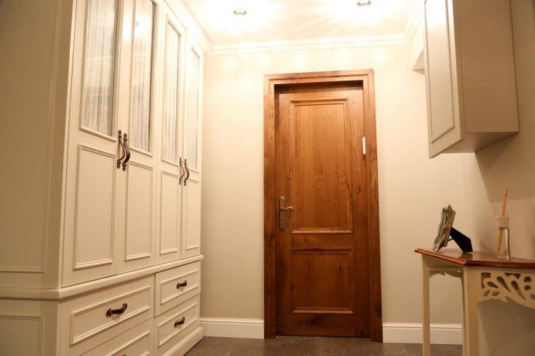 דלת פנים עץ מאסיבי