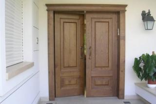 דלת כניסה מעץ אלון