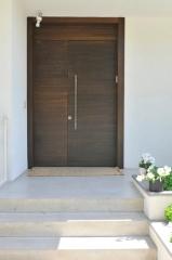 דלת כניסה צדדית