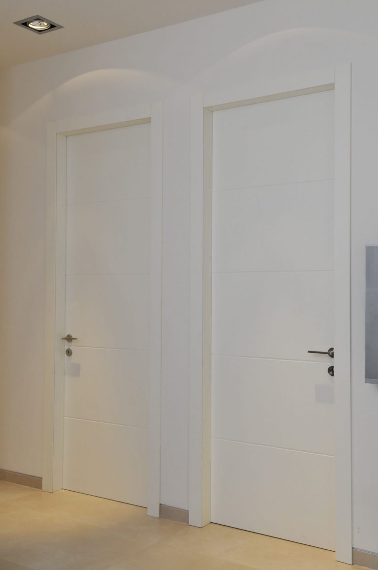דלת פנים לבנה