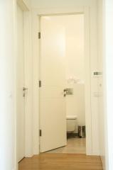 דלת לשירותים