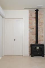 דלת לבנה כפולה