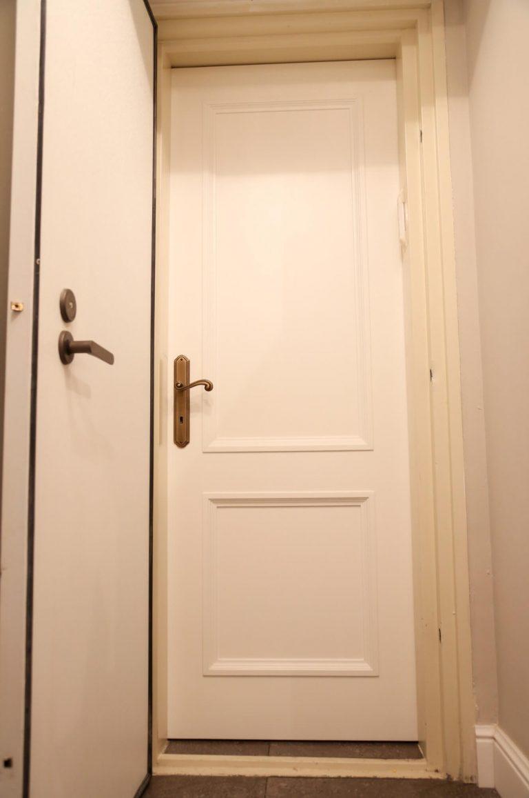 דלת פנים מעוצבת