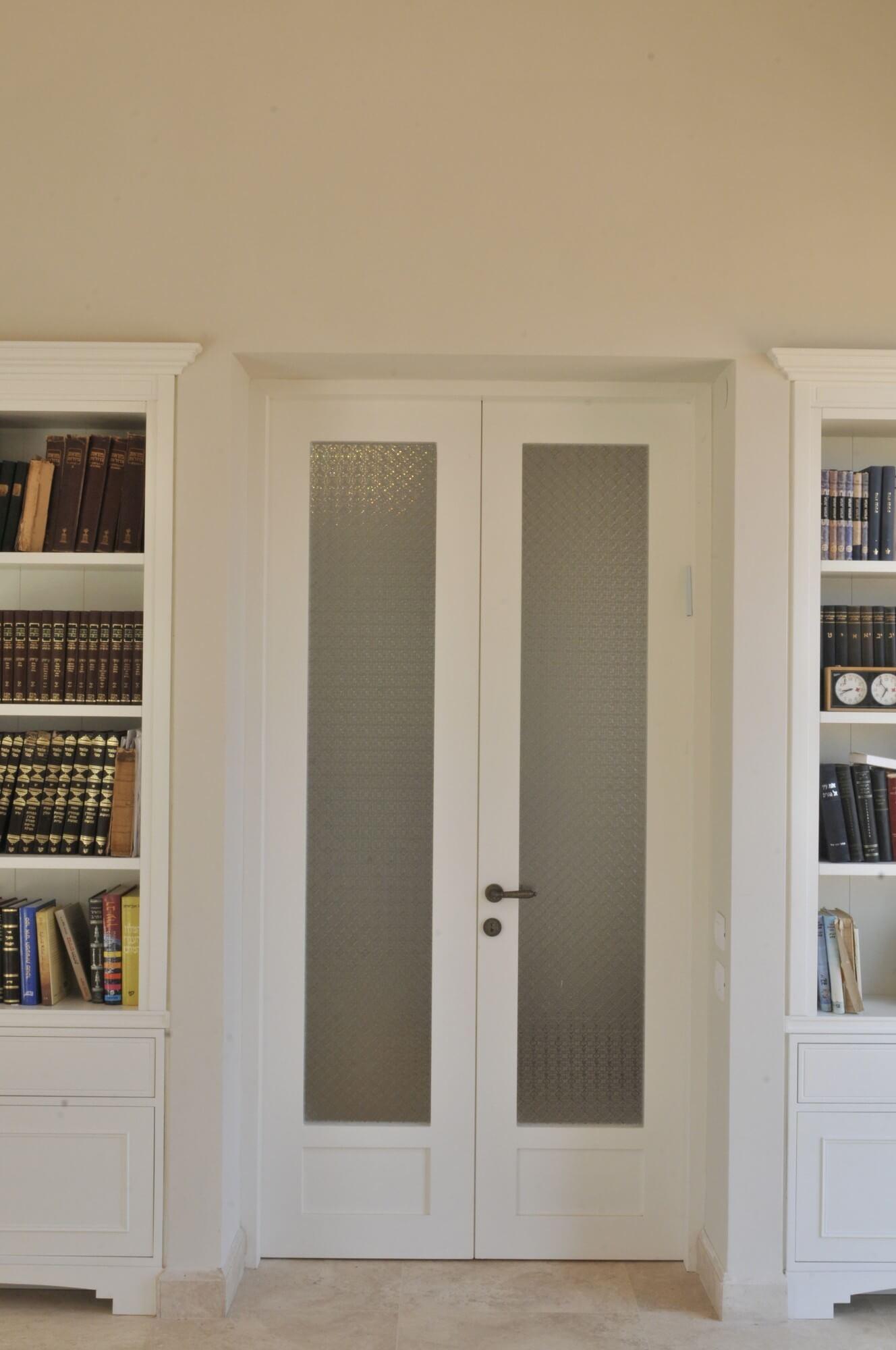 דלת פנים עם חלון