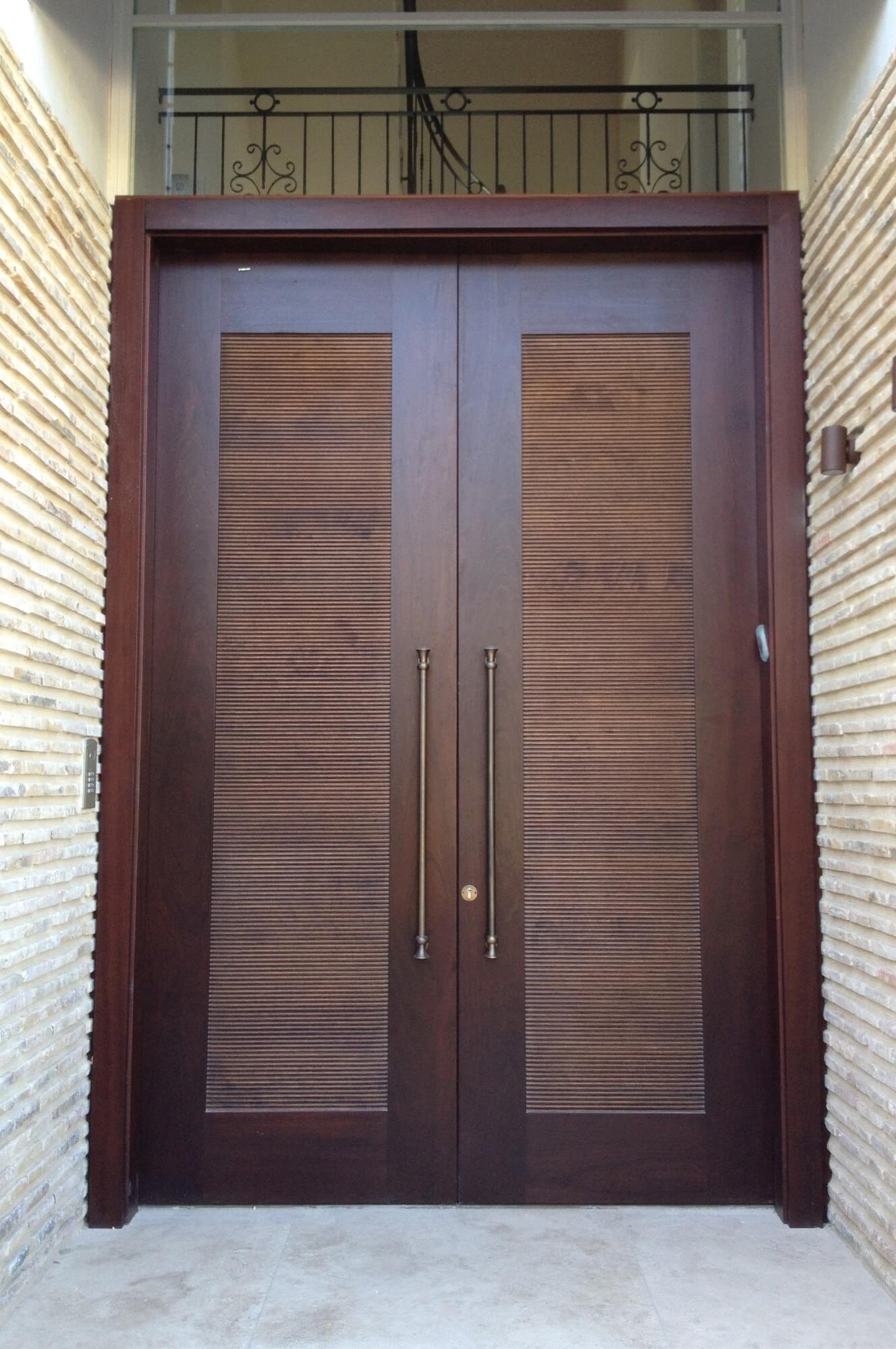 דלת כניסה חומה