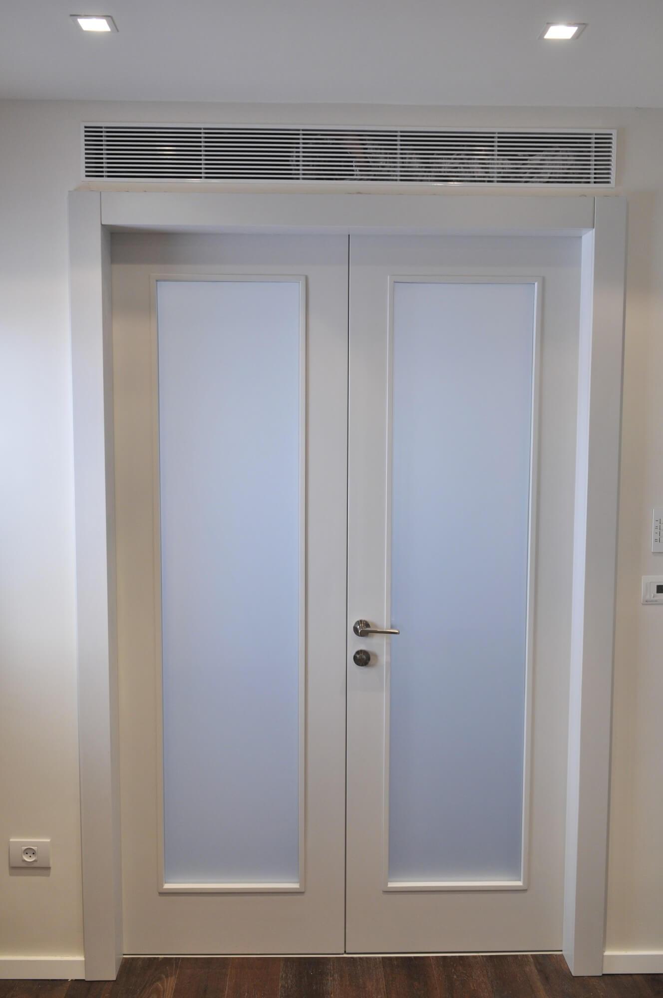 דלת פנים עם זכוכית