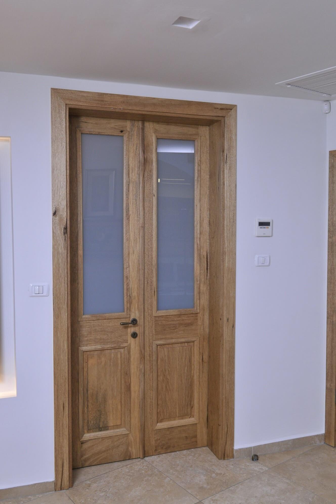 דלת פנים זוגית