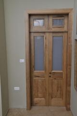 דלת פנים זוגית עם חלונות