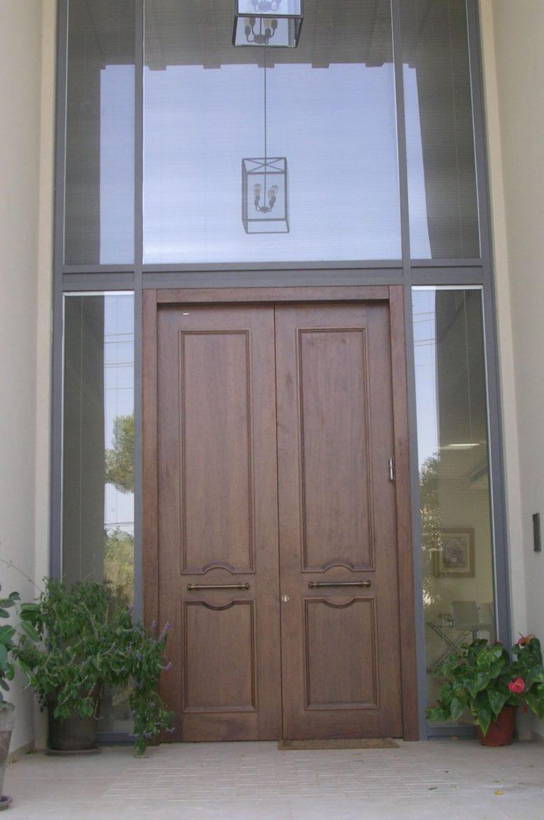 דלת כניסה זוגית חומה