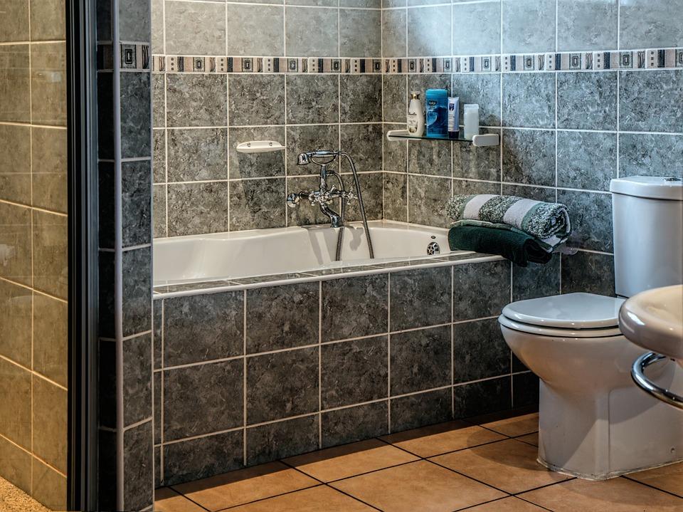 לא רק דלתות: שדרוג חדרי האמבטיה